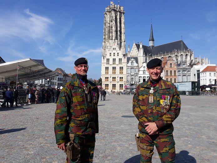 Tom Laurent (links) is de nieuwe bevelhebber van het Competentiecentrum van de Landcomponent (CC Land) van het Belgisch Leger. Hij volgt Peter Philipsen op.