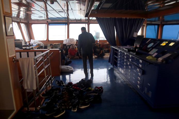 De door staatspersbureau Fars vrijgegeven foto van (een deel van) de bemanning van de olietanker Stena Impero.