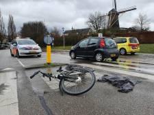 Fietser gewond door aanrijding auto op rotonde Stationslaan Wijchen