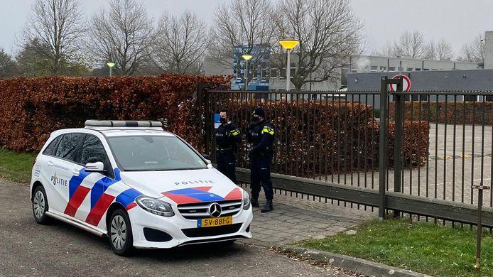 Veel politie op het roc Rivor in Tiel door een dreigbericht.