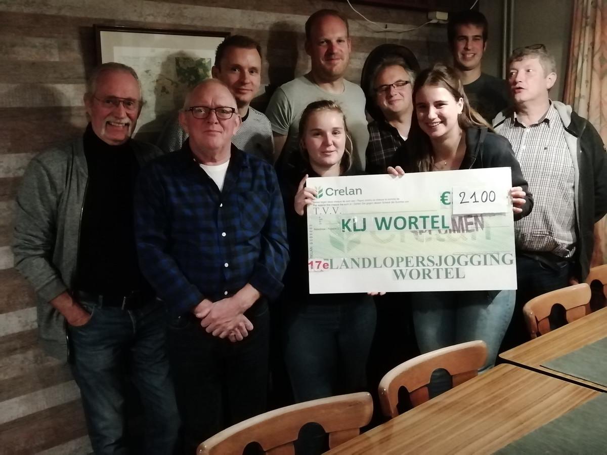 De organisatie van de Landlopersjogging overhandigde een cheque van 2.100 euro aan de KLJ.