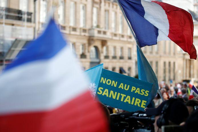 """De nouvelles manifestations contre la """"dictature sanitaire"""" ont rassemblé plus de 160.000 personnes samedi en France"""