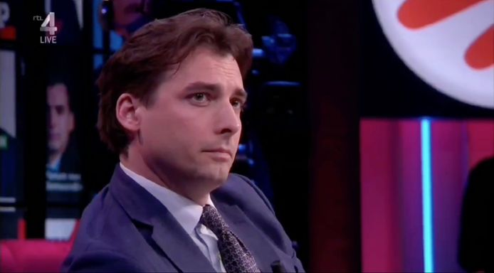 FVD-lijsttrekker Thierry Baudet werd donderdagavond op de hak genomen door cabaretier Martijn Koning.
