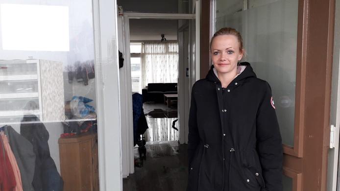 Bewoonster Nicky Garbers werd door een buurvrouw gewekt en met haar vier zoontjes uit haar flat in Doetinchem gehaald waar brand uit was gebroken.