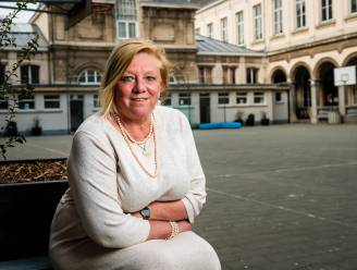 """INTERVIEW. Atheneumdirectrice Karin Heremans scherp voor Ben Weyts: """"In zo'n crisis had ik van de minister een duidelijk plan verwacht"""""""