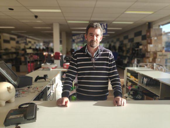 Philip, uitbater van schoenwinkel Pronti aan Gent-Dampoort, hield aan de overval een stevige spierscheur over.