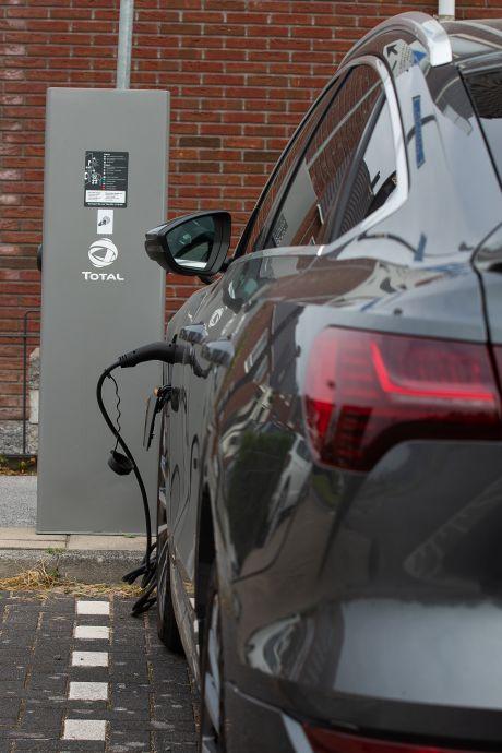 Hogere energiekosten door vele Tesla's, zonnepanelen en windmolens