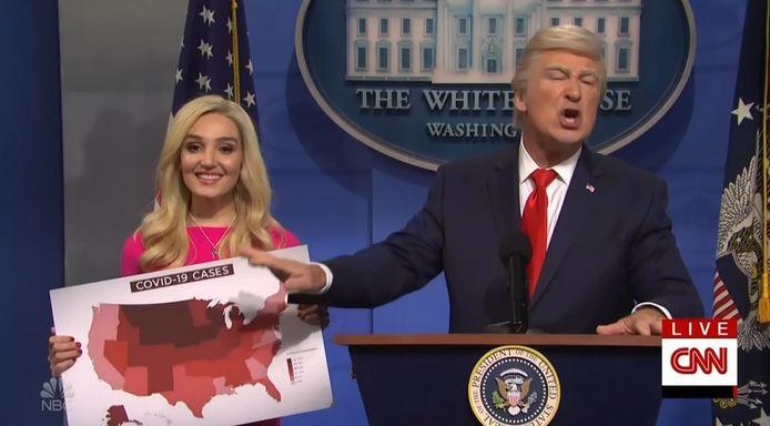 Alec Baldwin imiteert andermaal Donald Trump met verve.