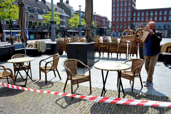 De terrassen zijn nu nog dicht, zoals hier op het Statenplein in Dordrecht.