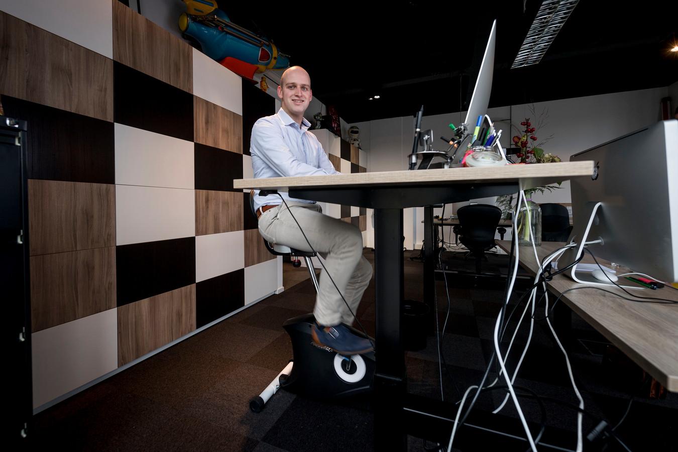 Holtenaar lennart kunst laat je lopen of fietsen achter je bureau
