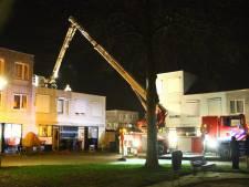 Storm Dennis waait plaat van dak woning in Kattenbroek