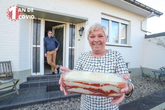 Conny, la voisine de Steven Van Gucht, veille à ce que le célèbre virologue n'ait jamais faim pendant la crise du coronavirus.
