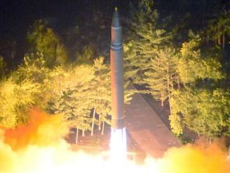 VIDEO: Kim Jong-un woont live raketlancering bij en spreekt dreigende taal