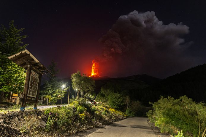 Beeld van een eerdere uitbarsting van de vulkaaan Etna dinsdag.