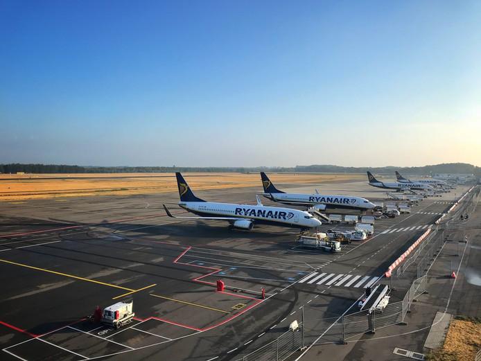 De vier toestellen die Ryanair op Eindhoven Airport heeft gestationeerd.