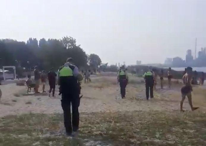 De Antwerpse politie komt ter plaatse.