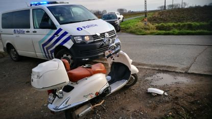 Scooterrijdster (36) lichtgewond na ongeval