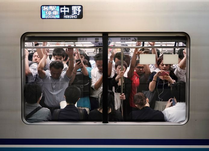 Ongewenste aanrakingen op overvolle treinen, een echte plaag in Japan.