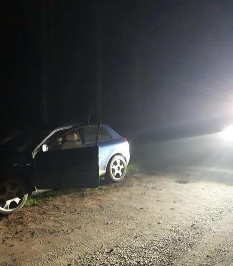 Politie vindt drugs, steekwapen en gejatte id-kaart in Duitse auto met gestolen kentekenplaten bij Woold