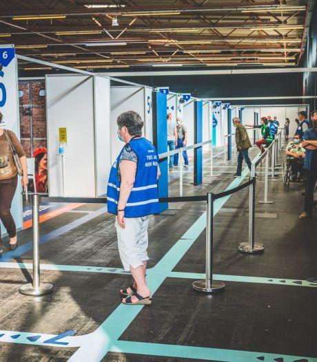 """Al 70 % van de Gentenaars kreeg eerste prik: """"Flexibeler inplannen van 2de prik, en testcapaciteit voor reizigers uitgebreid"""""""