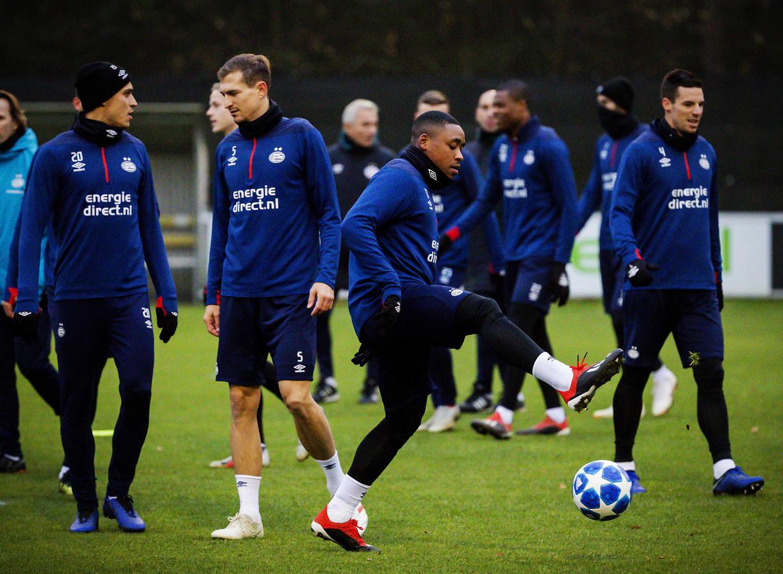 PSV tijdens de training dinsdagavond voorafgaand aan de wedstrijd tegen FC Barcelona.