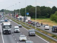 Kapotte vrachtwagen hindert verkeer op A58 bij Oirschot richting Eindhoven