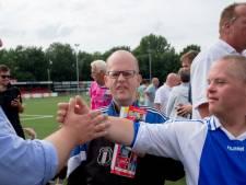 Jan Willem wordt donderdag 43, maar mag het wooncentrum niet uit. Wie stuurt een kaartje naar de superfan van WHC uit Wezep?