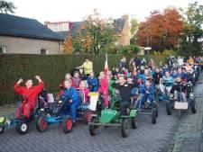 Jonge boeren uit Langbroek in protest: met skelters en traptrekkers naar school
