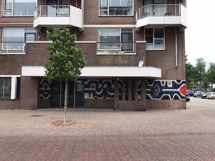 In het oude pand van de bibliotheek in Papendrecht, op de Markt 2, komen zorgwoningen.
