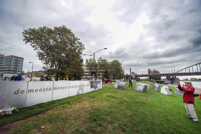 Onthulling van het verzetsmonument aan de Rijnkade in Arnhem in 2017.