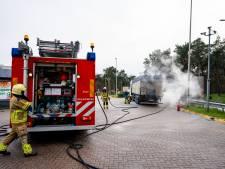 Vrachtwagen vat vlam door vastgelopen remmen