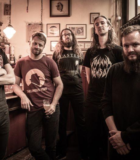 Utrechtse metalbands steken met cd muzikale broedplaats dB's hart onder de riem