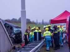 Twee doden en drie gewonden bij ongeluk met busje op A73 in Limburg