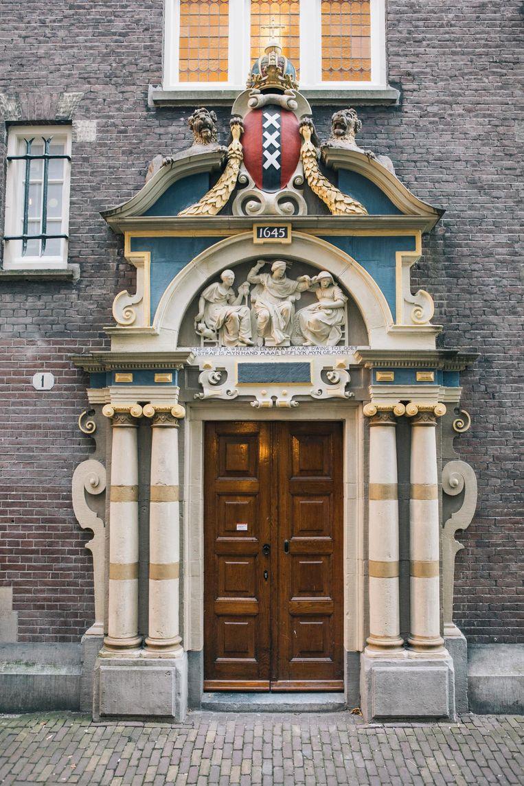 Ingang van het spinhuis in Amsterdam. Beeld Marcel Wogram