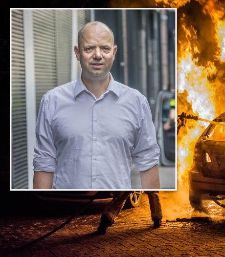 'Zet defensievliegtuigjes, drones en buschauffeurs in tegen autobranden'