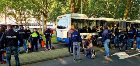 Blokkade Zuidas ten einde: klimaatactivisten weggevoerd