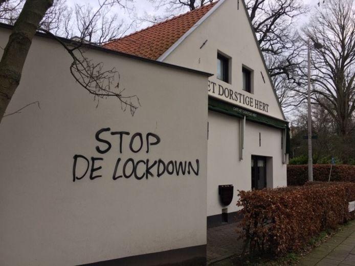 Bekladdingen tegen de lockdown en een avondklok