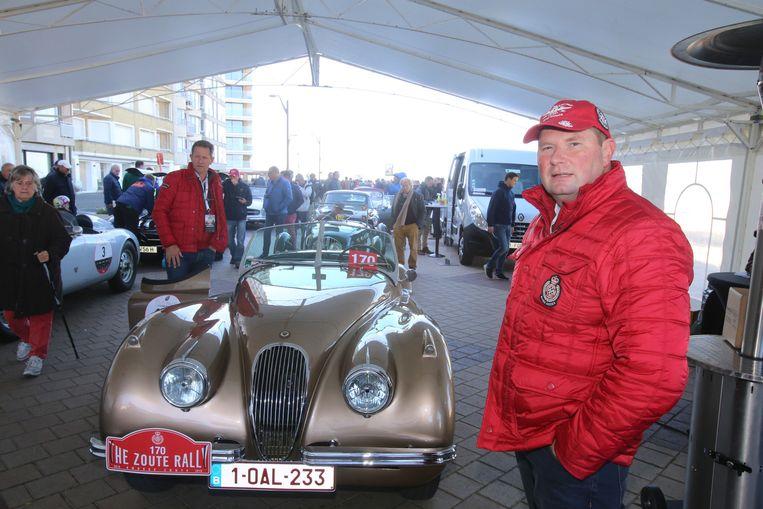 Patrick Cauwels bij zijn Jaguar XK120 cabrio.