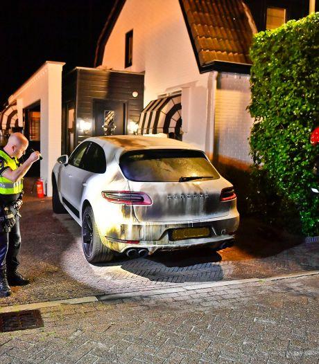 Porsche overgoten met brandbare vloeistof en in brand gestoken in Valkenswaard