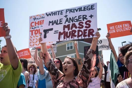 Een demonstratie bij het bezoek van president Donald Trump aan Dayton na de schietpartij.