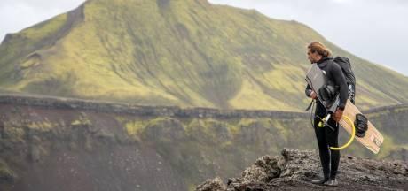 Beleef met deze video mee hoe Roderick kitesurft in een IJslandse vulkaankrater