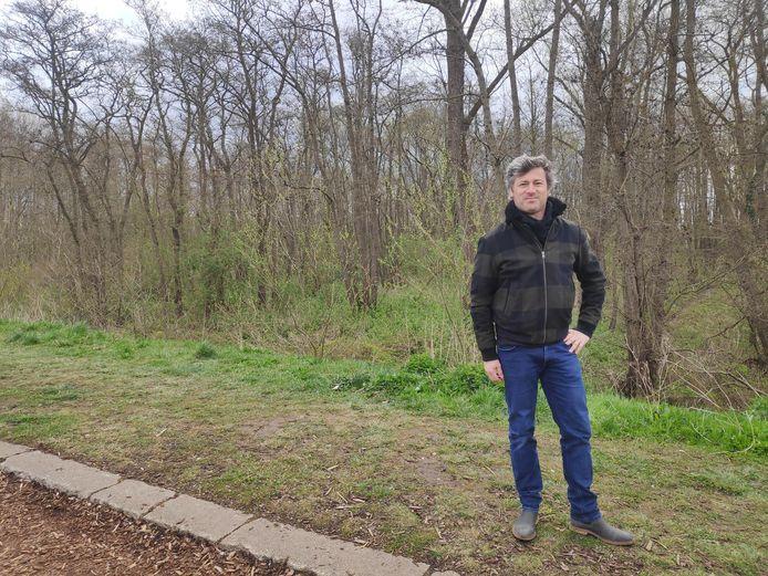 """Gents raadslid Sven Taeldeman (Vooruit) vraagt Destelbergen om het stuk bos net naast de gemeentegrens aan te kopen. """"Gent heeft echt al héél veel gedaan heeft om dit park te realiseren"""", zegt hij."""