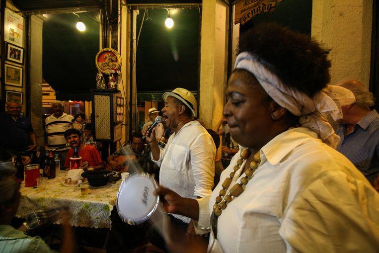 Nu heerst er een sombere stilte, maar voor corona was er in café Armazém do Senado altijd samba op zaterdag.  Beeld Alamy Stock Photo
