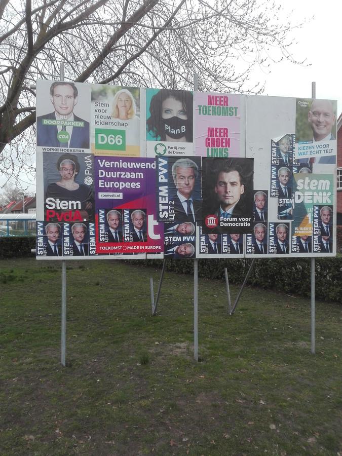 Een verkiezingsbord in Geldrop.