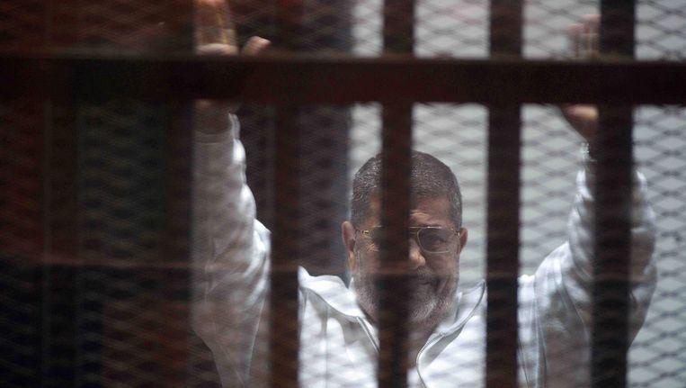 Voormalig president Mohammed Morsi in de gevangenis in Caïro. Beeld EPA