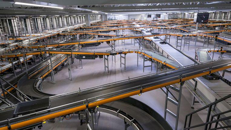 Het boodschappenmagazijn van Albert Heijn in Zaandam, ruimte voor 137.000 producten. Beeld Rink Hof