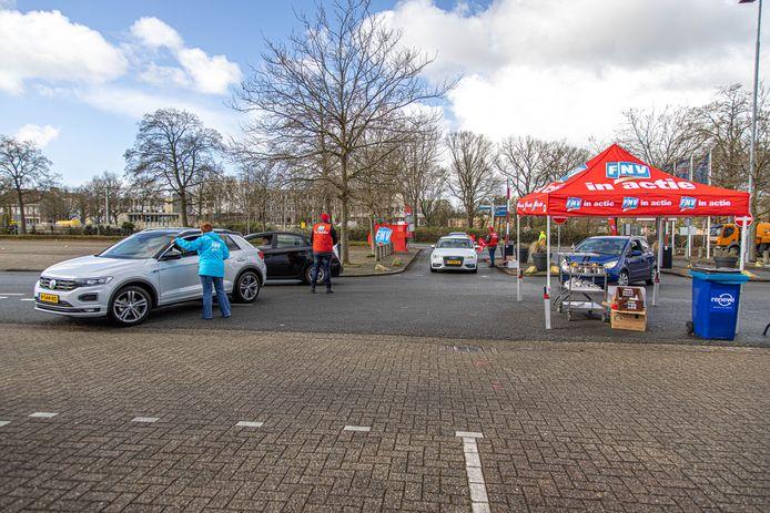 Stakingsstraat op het parkeerterrein bij de IJsselhallen in Zwolle.