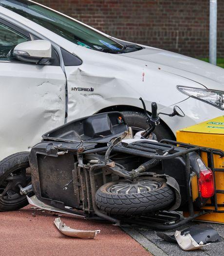 Opnieuw botsing met bezorgscooter en auto in Breda