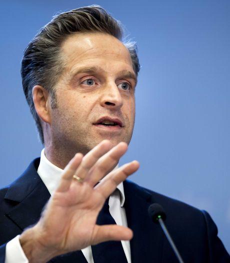 Hugo de Jonge kondigt grof geschut aan: in de loop van de lente 2,5 miljoen prikken per week