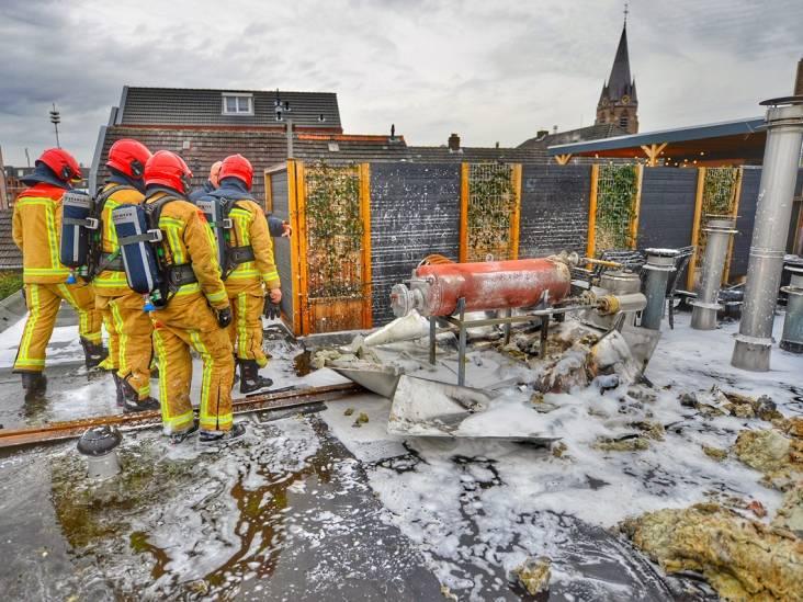 Olietank op dak bakkerij Moeskops in Veldhoven vat vlam